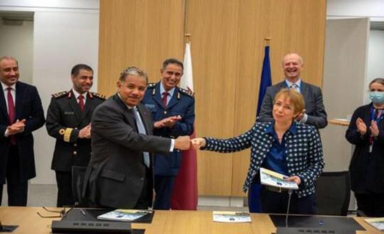 """قطر توقع اتفاقا لفتح ممثليتها العسكرية في مقر """"الناتو"""""""