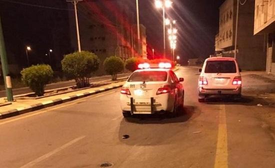 السعودية.. شاب يلقي بزميله من السيارة بعد الاعتداء عليه (صورة)