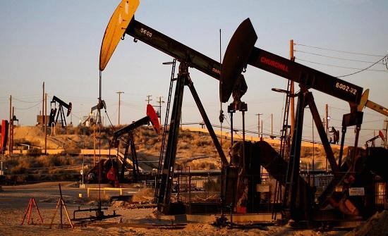 تراجع اسعار النفط عالميا لأدنى مستوى في ستة اسابيع