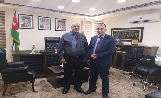 الدكتور صالح بني دومي يزور جامعة إربد الأهلية
