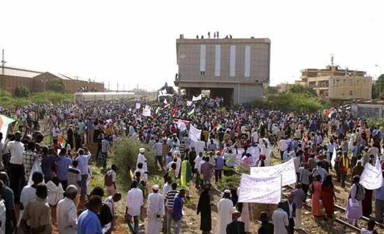 السودان: مسيرات شعبية حاشدة بالخرطوم لدعم التحول الديمقراطيّ