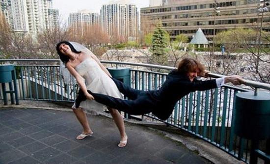 عريس  تايلندي ينظم حفل زفاف ضخم ويهرب