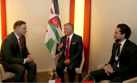 الملك يلتقي الرئيس البولندي ورئيسة الوزراء البريطانية ووزير الخزانة الأميركي