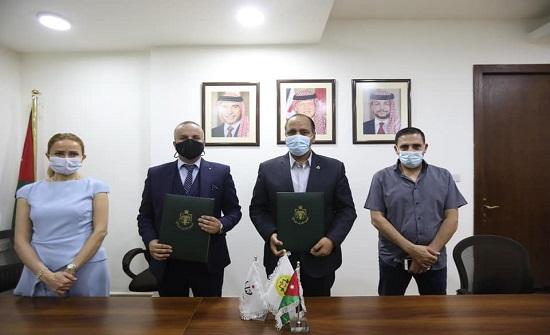 وزارة الشباب وبنك الشفاء يوقعان مذكرة تعاون