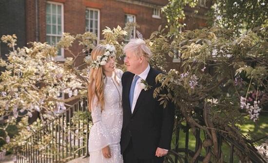 كيف تزوج جونسون لأول مرة وهو مطلق مرتين؟!