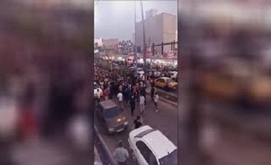 متظاهرون إيرانيون في مدينة إيذج يطلقون شعار الموت لخامنئي .. بالفيديو
