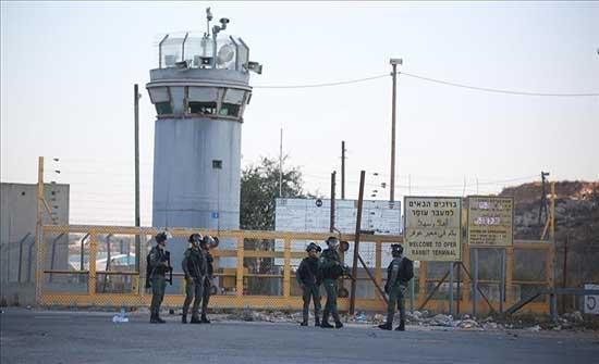 بداية من الجمعة.. 1380 معتقلا فلسطينيا بسجون إسرائيل يضربون عن الطعام