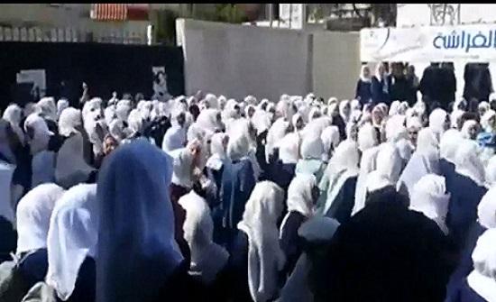 """طالبات في صنعاء يتظاهرن ضد """"حوثنة"""" مدرستهن"""