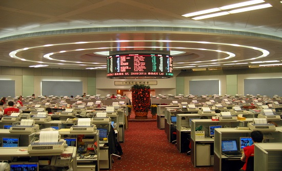 بورصة هونغ كونغ تتخلى عن مسعاها للاستحواذ على سوق لندن للأوراق المالية