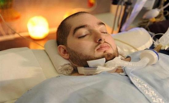 """رد فعل مفاجئ من """"الأمير النائم"""" في غيبوبة منذ 15 عاما... فيديو"""