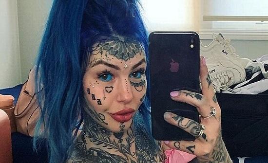 فتاة تُصاب بالعمى بعدما رسمت وشماً داخل عينيها في محاولة لتغيير شكلها