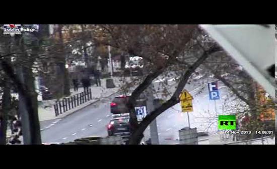 بالفيديو : شاب بولندي يقوم بمناورة خطيرة بدراجته النارية للهروب من الموت