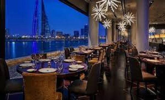 البحرين تغلق المتاجر والمطاعم أسبوعين للحد من انتشار كورونا