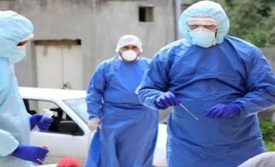 فرق تقص وبائي لجمع عينات من مخالطي مصابين بكورونا بمصنع في الكرك