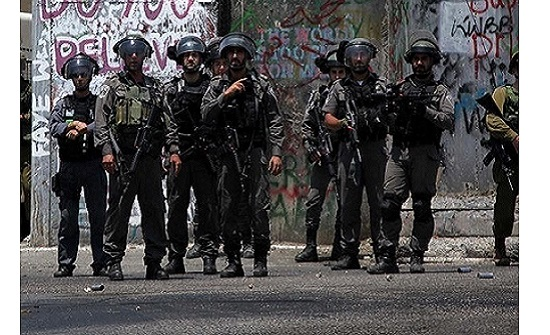 مواجهات خلال حملة اعتقالات ومداهمات للاحتلال بالضفة