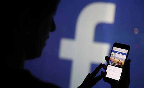 """فيسبوك يثير التساؤلات بحذف عبارة """"مجاني""""... واستبدالها بأخرى"""