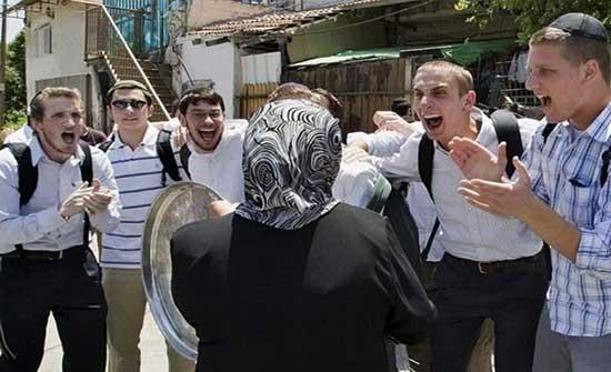 اصابات بينهم مراسلة خلال فض الاحتلال وقفة تضامنية مع الناشطة الكرد بالقدس