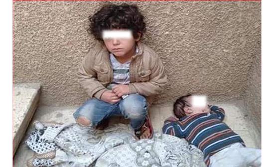 بالصور : مطرب مصري يتشاجر مع زوجته ويلقي أطفاله في الشارع .. تفاصيل جديدة