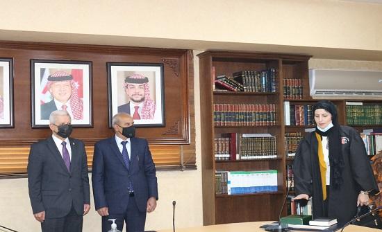 25 محاميا يؤدون اليمين القانونية أمام وزير العدل