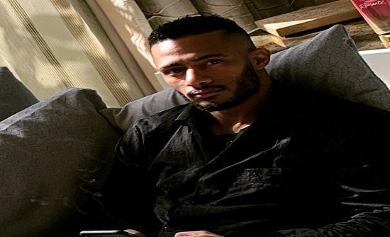 """محمد رمضان يخلع """"ضرس العقل"""" ويطلب وضعه بالمتحف المصري"""
