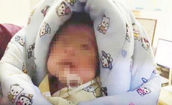 مشاهد مُروعة لعائلة تدفن طفلها حديث الولادة حيًا بالخطأ