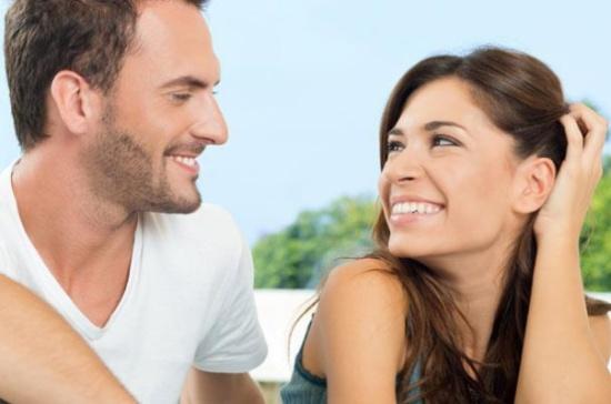 دراسة: الرجل الأقل جاذبية أكثر قدرة على إسعاد شريكته