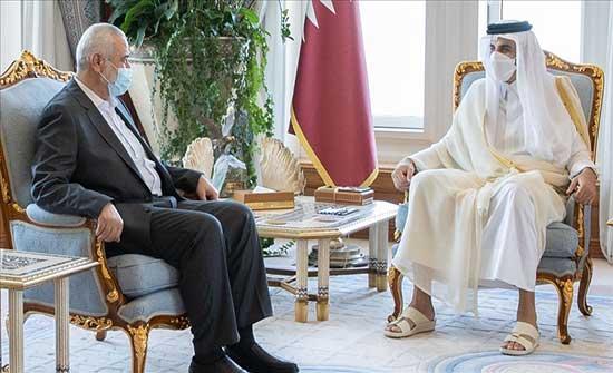 أمير قطر يبحث مع هنية جهود إعادة إعمار غزة