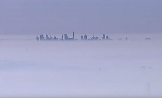 بالفيديو : مدينة سيدني الأسترالية تختفي تحت الدخان الكثيف