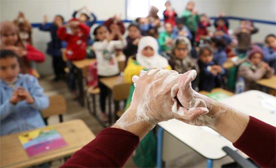 اصابة 9 معلمين و 8 طلاب يفيروس كورونا