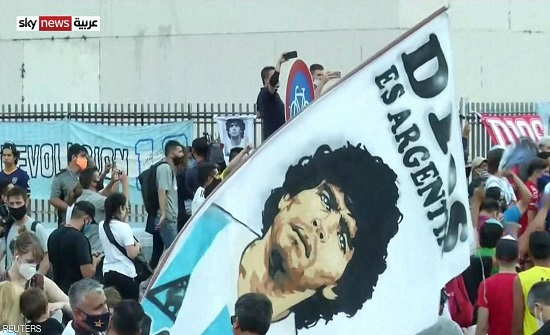 جثمان مارادونا يصل إلى القصر الرئاسي للنظرة الأخيرة
