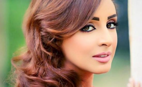 فستان أنغام يعرّضها لموقف محرج على المسرح - فيديو