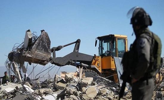 الاحتلال الاسرائيلي يهدم مسكنين وحظيرة أغنام شرق القدس