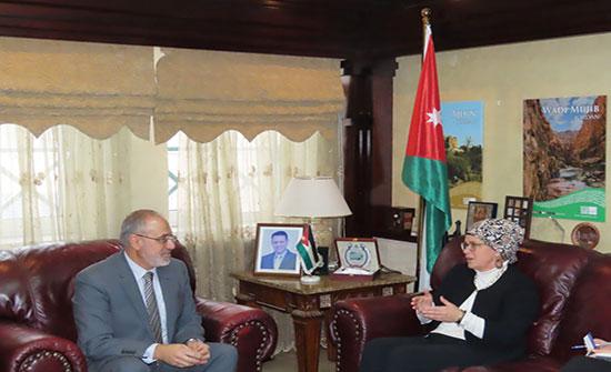 رئيس ديوان المحاسبة وسفيرة هولندا يبحثان تعزيز التعاون