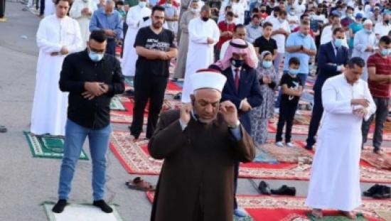 الاردنيون يؤدون صلاة العيد