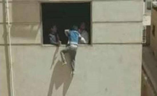 مصر.. وفاة شاب سقط من الطابق الرابع أثناء هروبة من شقة عشيقته