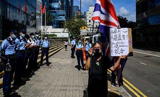 اعتقال ناشطة مسنة بعد تظاهرها بمفردها في هونغ كونغ
