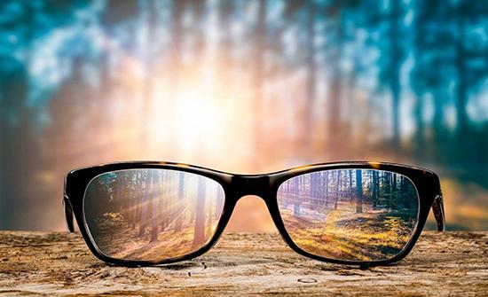 «النظارات الشمسية».. تحمي عيونك وتجنبك خطر الأمراض