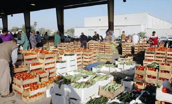 إربد: تجار ومزارعون يستعيضون عن السوق المركزي بالشوارع المحيطة