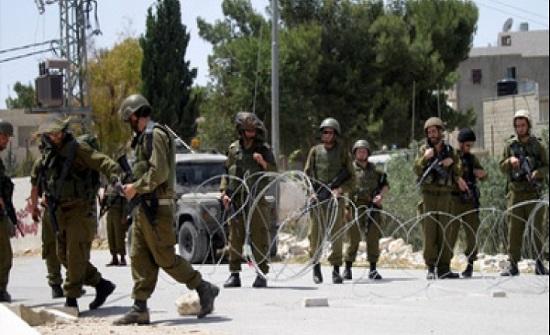 الاحتلال يعتقل 14 فلسطينيا ويهدم بنايتين في القدس والخليل