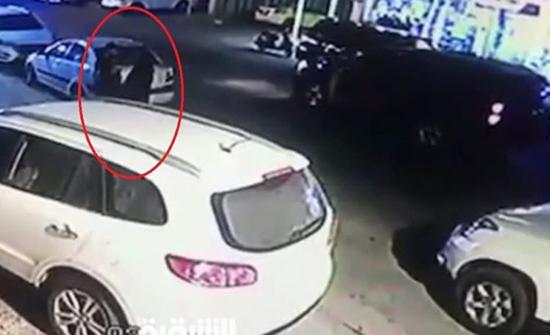 بالفيديو : استدرجته امرأة بعباءة.. خطف محامٍ عراقي أمام الملأ
