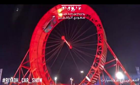 """شاهد: بريطاني يدخل موسوعة """"جينيس"""" ويحطم رقم قياسي عالمي في موسم الرياض"""