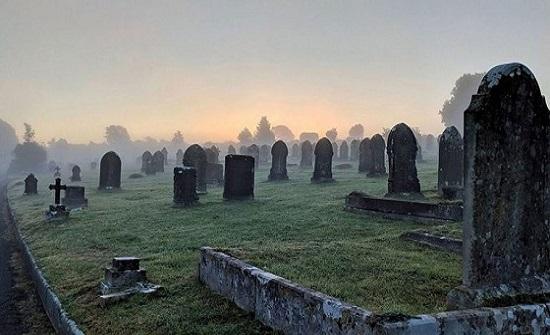 أسرة لاتينية تدفن نجلها حيًا ظنًأ منهم أنه توفى