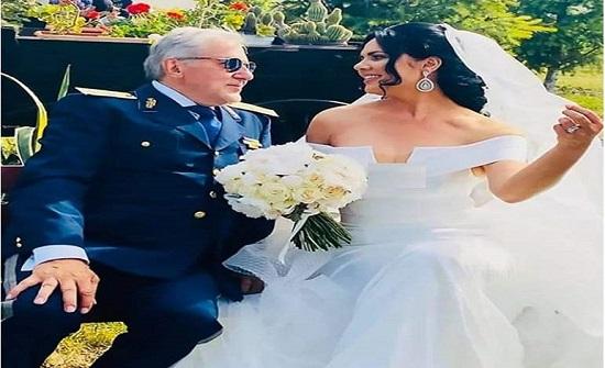 زواجه الخامس.. لاعب شهير يتزوج من فتاة تصغره بـ 40 عاما
