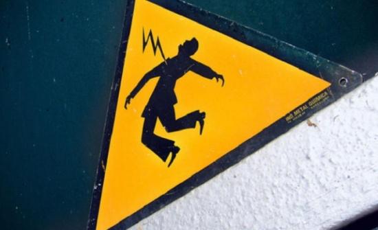 رحلة استجمام تنتهي بمأساة... وفاة رجل بصعقة كهربائية أمام أبنائه