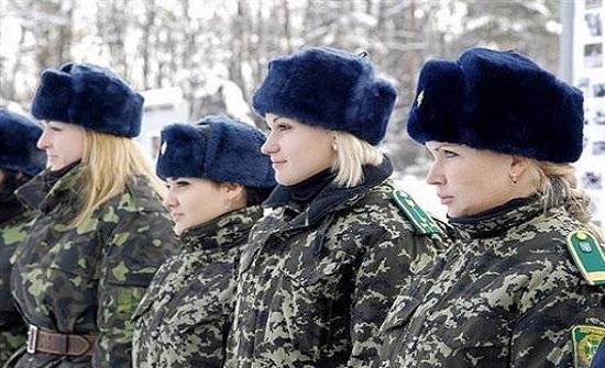 مطالب بالتحقيق بارتداء عسكريات أوكرانيات أحذية عالية الكعب!