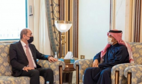 بحث توفير 20 ألف فرصة عمل للأردنيين في قطر