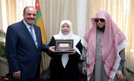 الجامعة الأردنية تكرم الطالب الجاعوني ووالدته