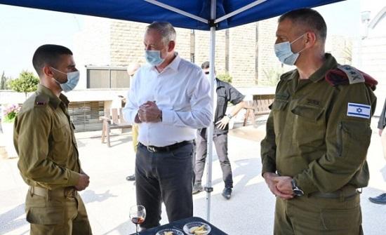 غانتس يُوعز لجيشه بمواصلة قصف قطاع غزة
