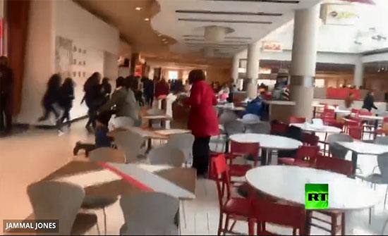 بالفيديو : لحظة إطلاق نار داخل مركز تسوق بالولايات المتحدة