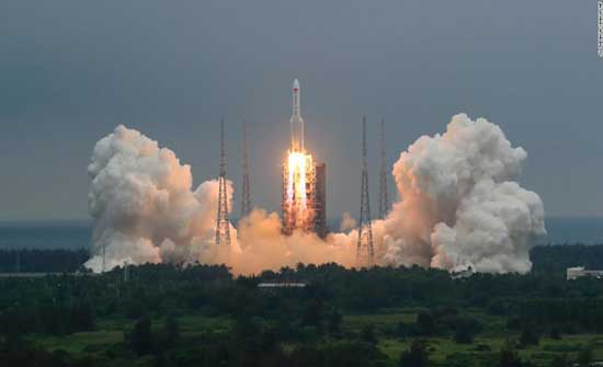 الصين تدافع عن تعاملها مع صاروخها التائه
